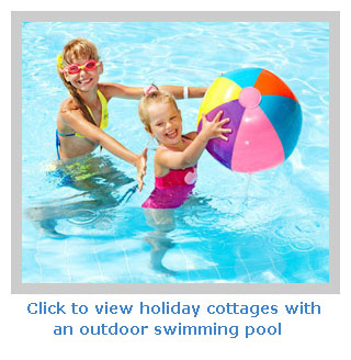 Self-catering cottages with heated  swimming pool